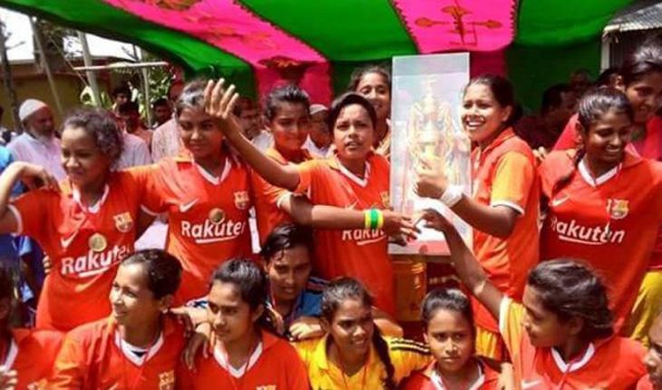 সখীপুরে নারী ফুটবলে চ্যাম্পিয়ন পাইলট বালিকা উচ্চ বিদ্যালয়