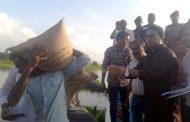 মির্জাপুরে প্রশাসনের উদ্যোগে বন্যায় ক্ষতিগ্রস্থদের ত্রাণ বিতরণ