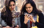 মোবাইল ফোন আসক্তি কেড়ে নিচ্ছে ঘুম-সম্পর্ক-কর্মঘণ্টা