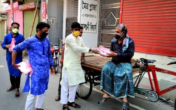 রান্না করা খাবার বিতরণ করলেন জেলা বিএনপি'র সম্পাদক ফরহাদ ইকবার