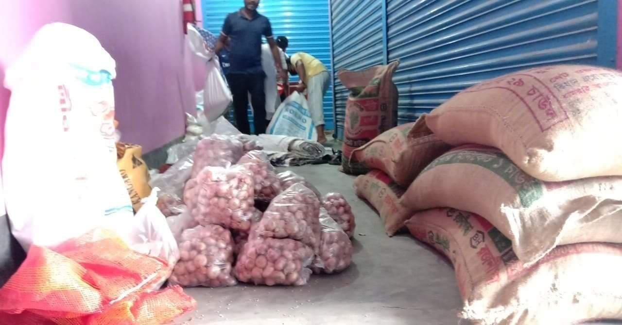 বাসাইলে 'এসএসসি ২০০৮ ব্যাচ'-এর উদ্যোগে খাদ্যসামগ্রী বিতরণ