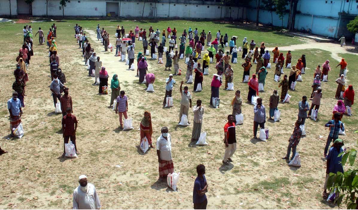 টাঙ্গাইলে ১১শ' কর্মহীন মানুষের মাঝে খাদ্যসামগ্রী বিতরণ