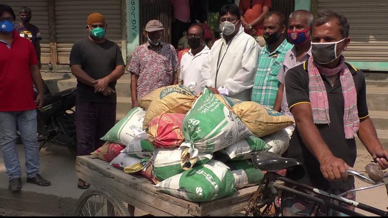 কালিহাতীতে অসহায়দের খাদ্যসামগ্রী দিলেন যুবলীগের সাধারণ সম্পাদক
