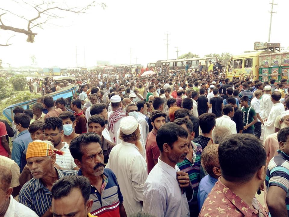 ঢাকা-টাঙ্গাইল মহাসড়ক অবরোধ করে বিক্ষোভ