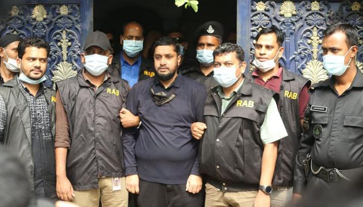 'গোল্ডেন মনিরের' বিরুদ্ধে ৩ মামলা, থানায় সোপর্দ
