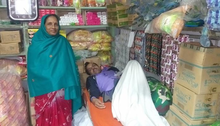 টাকার থলি ভেবে প্রস্রাবের থলি নিয়ে গেল ছিনতাইকারীরা