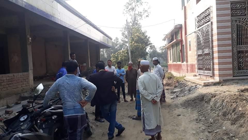 বাসাইলে একটি মসজিদের বারান্দার সিঁড়ি ভাঙনের অভিযোগ