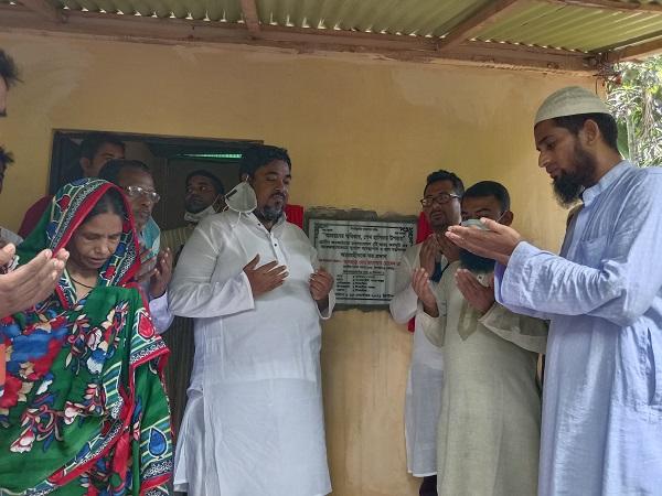 আশ্রয়হীনদের ঘর প্রদান করলেন এমপি ছানোয়ার